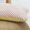 Albert coussin 100 % coton bio, tricot jacquard diagonale, moutarde praline